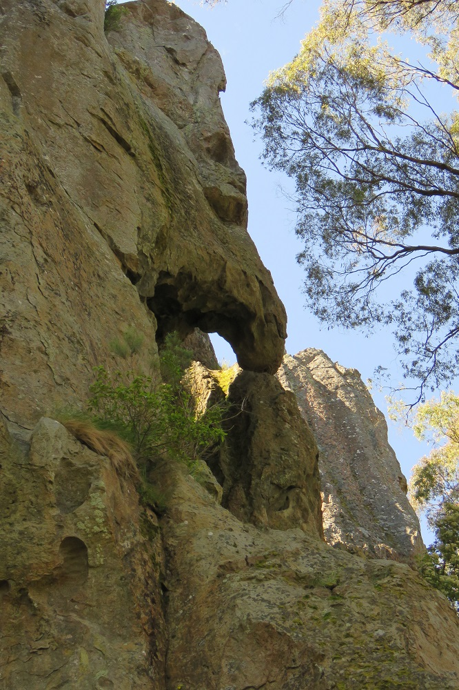 hanging-rock-queen-marys-face
